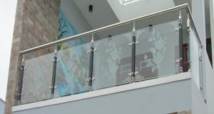 Báo giá lan can - cầu thang kính